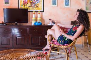 Wohnzimmer mit Sat-TV, WLAN-Internet und Klimaanlage