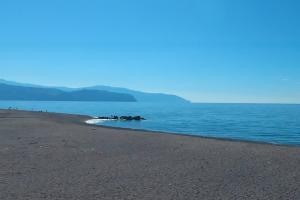 Der kilometerlange Strand befindet sich nur 50 m entfernt