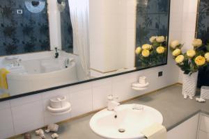 Badezimmer mit WC, Bidet und Badewanne