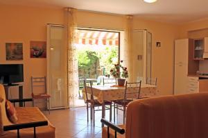 Gemütliche Sitzecke in der großzügigen Wohnküche