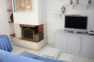 Wohnzimmer mit Kamin, SAT-TV und WLAN-Internet