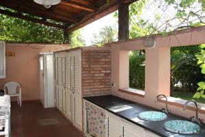 Überdachte Terrasse mit Waschmaschine, Grill und Aussendusche