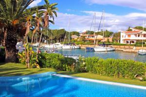 Villa mit Pool im Yachthafen Portorosa