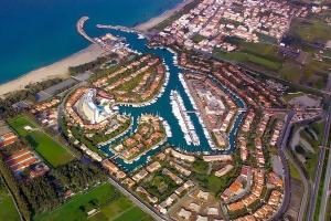 Der Yachthafen Portorosa in Sizilien