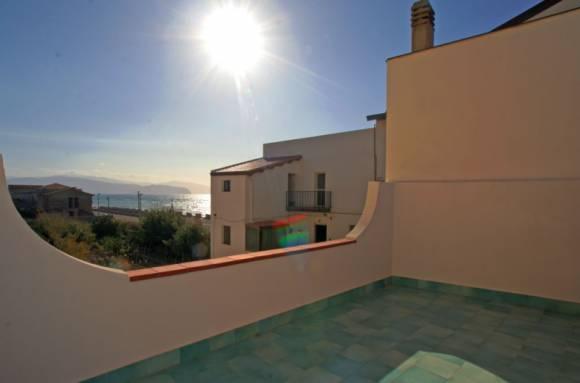 Ausblick vom Balkon im 2. Stock auf das Meer und das Capo di Tindari