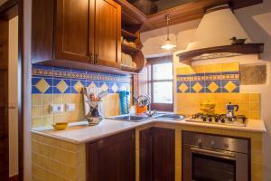 Gemauerte und hübsche Küche