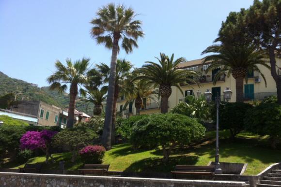Der Ort Gioiosa Marea ist nur 6,2 km entfernt