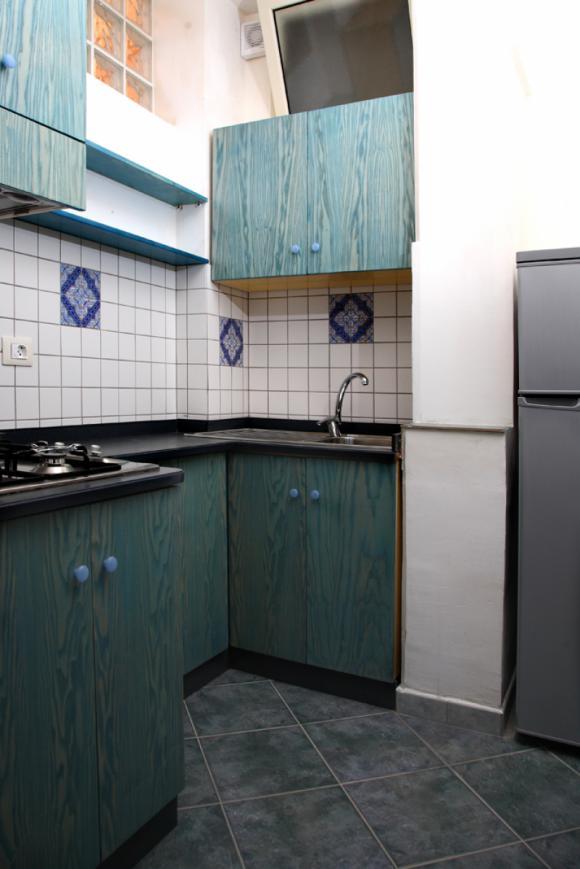 Die komplett ausgestattet Küche
