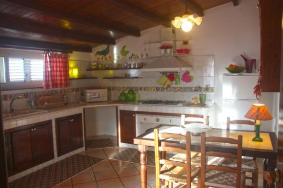 Rustikale Küche, mit allem was man benötigt
