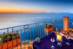 Blick vom Balkon der Ferienwohnung auf die Äolischen Inseln