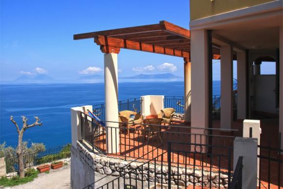 Meerblick von der Terrasse bis zu den Eolischen Inseln