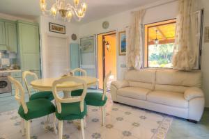 Gemütliches Wohnzimmer mit SAT-TV und WLAN