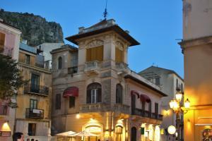 Die Altstadt von Cefalù in Sizilien