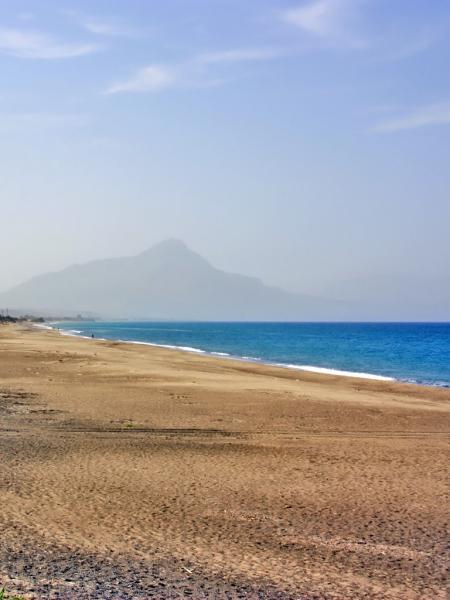 Kilometerlanger Sandstrand nahe Cefalù