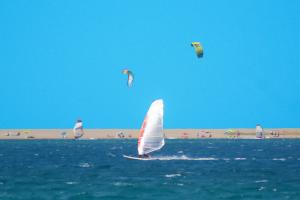 Wind- und Kitesurfen am Laghetti di Marinello