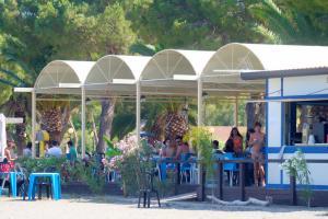 Strandbar am Strand von Oliveri