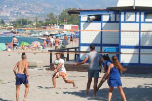 Beachvolleyball am Strand von Oliveri