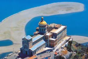 Felsenkloster von Tindari und Naturschutzbebiet Laghetti di Marinello