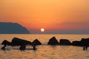 Sonnenuntergang am Strand nur 100 Meter entfernt