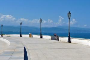 Piazza von Calderà direkt am Meer