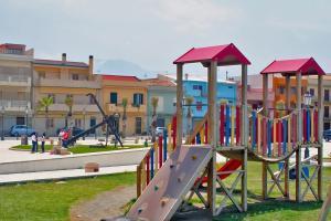Spielplatz auf der Piazza von Calderà