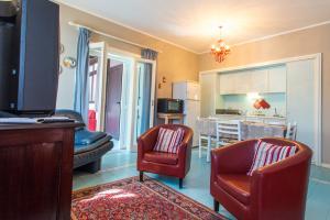 Wohnküche mit TV, WLAN-Internet und komplett ausgestatteter Küchenzeile