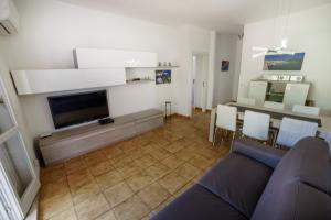 Wohnzimmer mit Schlafsofa, WLAN und SAT-TV