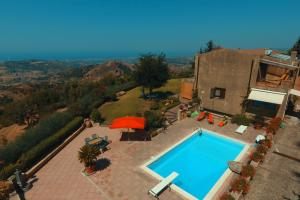 Privater Pool der Villa in Sizilien