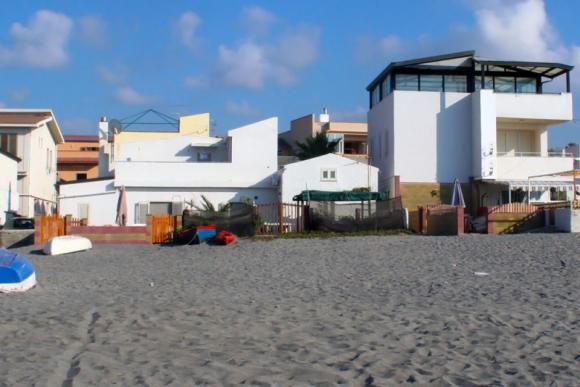 Das Ferienhaus vom Strand aus