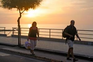 Sonnenuntergang an der Strandpromenade von Capo d'Orlando