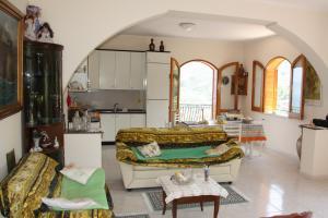 Große Wohnküche mit Schalfcouch