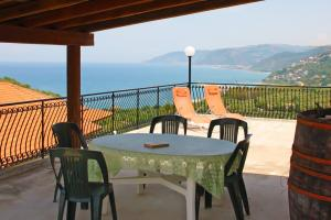 Große Dachterrasse mit Meerblick in Sizilien