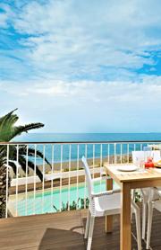 Der Balkon mit Ausblick auf das Meer