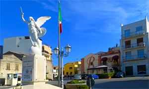 Piazza von Rodi mit der Bar Rhodis im Hintergrund